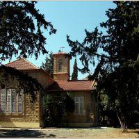Larnaca : Kicsi templom a nagyvárosban., Ларнака