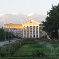 Morgenstimmung auf dem Manasplatz, Бишкек