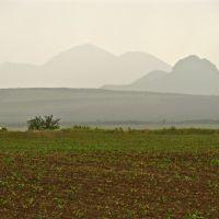 Вид в сторону Кавказа в дождливый день, Карамык