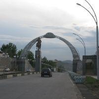 Osh, Pamirskaya St., archway, Alymbek Datka monument, Ош
