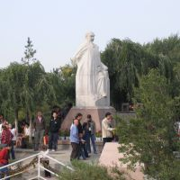 红山顶上的 林则徐雕像, Урумчи