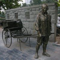 汉口江滩的黄包车铜雕像, Ухань