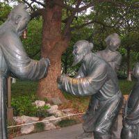 Sculptures along West Lake walk, Ханчоу