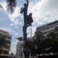 MONUMENTO EN LA PLAZA BOLÍVAR, Апаран
