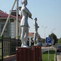 ►Статуи возле стадиона, Малорита