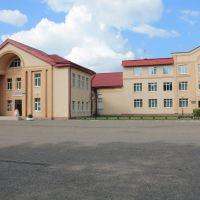 Миорский районный Дом культуры (слева) и Школа искусств (справа), Миоры