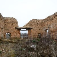 Внутри руин церкви Св. Николая Inside the ruins of St. Nicholas church, Корма