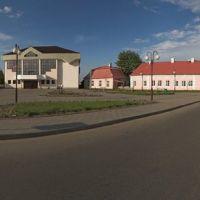 At the town street / На улице города, Ивье