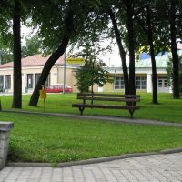 "park in the center of Navahrudak (""Shopping Arcade"" in the background), Новогрудок"