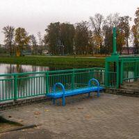 Масток з грэбляй на гарадскім азярцы (Small bridge with a dam  on city pond), Сморгонь