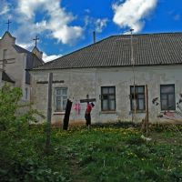 The house near the church in Smaliavičy, Смолевичи