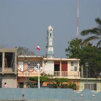 Reloj del Zocalo de Alvarado visto desde el Rio Papaloapan, Альварадо