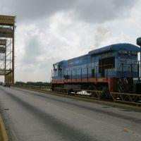 El tren sube al puente del Río Coatzacoalcos, Коатцакоалькос