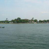 Rio Coatzacoaclos, desde Minatitlán. Al fondo, Capoacán., Минатитлан