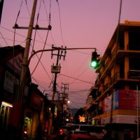 Trafico nocturno en el centro de Iguala, Игуала