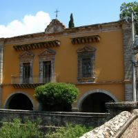 Outside the hacienda de San Gabriel De Barrera, across the bridge over the creek, Гуанахуато