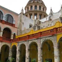 The church patio of Guanajuato university, with art exhibition, Гуанахуато