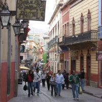 una calle de guanajuato cerca del teatro juarez, Гуанахуато