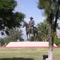 Monumento, Селая