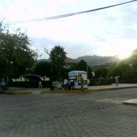 Cerca de la plaza, Канатлан