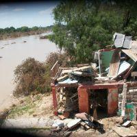 Restos de Vivienda despues de la crecida del Rio Sabinas, Салтилло