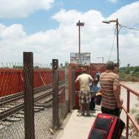 Cruce del Rio Sabinas despues del Huracan Alex, Салтилло