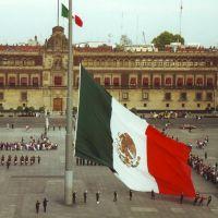 Zocalo Flag Lowering Ceremony, Текскоко (де Мора)