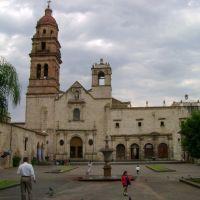 Plaza Iglesia San Agustin, Морелиа