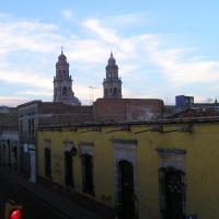 catedral desde hotel colonial Av. Morelos Nte esq. 20 de nov., Морелиа