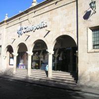 cinepolis junto al mercado gomez farias, Морелиа