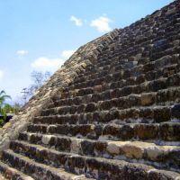 Pirámide Tlaloc y Huitchilopotzcli. Teopanzolco, Morelos, Куэрнавака