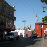 Cuernavaca, Mor. Entrada al callejon El Zacate, al fondo la catedral, Куэрнавака