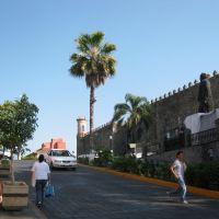 """Cuernavaca: Palacio Cortéz con el """"Morelote"""", Куэрнавака"""