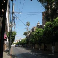 Cuernavaca; Avenida Morelos a la altura de Catedral, mirando al Norte, Куэрнавака
