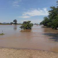 cuando crece el rio, by terco, Текуала