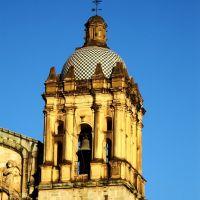 Uno de los campanarios de Santo Domingo, Хуахуапан-де-Леон