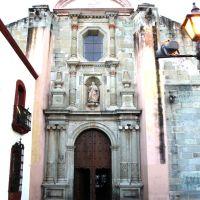 Entrada lateral de la Iglesia, Хуахуапан-де-Леон