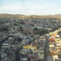 Otra panorámica de la ciudad de Zacatecas, desde la estación del teleférico., Закатекас