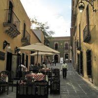 Al fresco seating of an Italian restaurant in a pedestrian alley, Закатекас