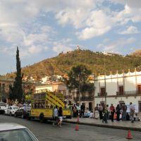 The plaza of the cathedral and cerro de la bufa mountain in the background, Закатекас