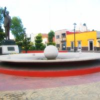 Fuente y estatua del Dr. Salvador Nava M. sobre Av. Reforma., Матехуала
