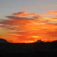 Atardecer tras la sierra de Tetakawi de San Carlos, Son., Хероика-Ногалес