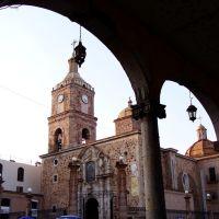 Vista de la parroquia de Sta, Maria de Guadalupe desde el portal Juárez, Арандас