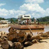 Yucatan, nach Überschwemmung, amerika-nischer Camper auf provisorischer Fähre _MEXIKO 1974, Тукстла-Гутьеррес