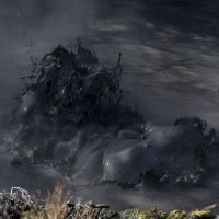 Rotorua: Mud Pool (Exploding of a large black Bubble), Роторуа