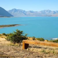 Bench on the Peninsula Walkway overlooking the unbelievable Lake Tekapo bluuuuuue., Гор