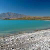 Blue Lake Tekapo shoreline, Гор
