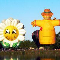 Balloons in autumn at Lake Rotoroa, Hamilton, NEW ZEALAND, Гамильтон