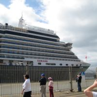 Cruise ship Queen Victoria berthed, Ловер-Хатт