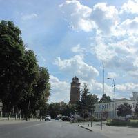 Brodnica - ul. Zamkowa. W oddali wieża - baszta zamku krzyżackiego., Бродница